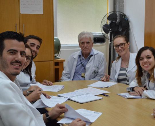 O Prof. Dr. Luiz Jorge Fagundes, Coordenador Científico do CEADS e so Estagiários de DST de janeiro de 2018, durante a realização da Prova Escrita sobre DST.
