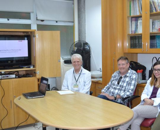 """O Prof. Dr. Luiz Jorge Fagundes, Coordenador Científico do CEADS e o Prof. Jorge Luiz Brolio, Administrador e Colaborador do CEADS, durante a Palestra sobre """"Capacidade X Dedicação""""."""