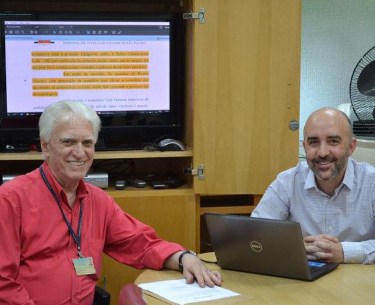 """O Prof. dr. Luiz Jorge fagundes, Coordenador Científico do CEADS e o Prof. Gustavo Ferreira, durante a Palestra sobre """"O Erro Médico""""."""