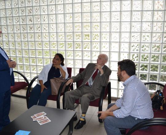 Os colaboradores do CEADS: Gilberto Berlofa. Maria de Lourdes Silva, José Fagundes e Carlos Okada, nos momentos que antecederam a premiação do Prof. Dr. Luiz Jorge Fagundes