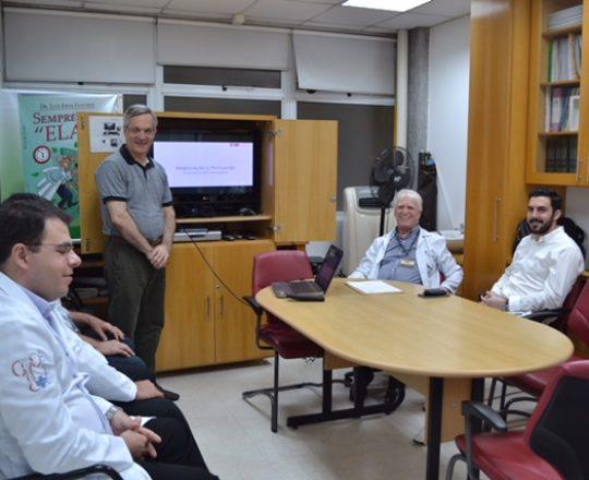 """O Prof. Lucas Blanco, Palestrante do tema: """"Negociação e Persuasão"""", O Prof.Dr. Luiz Jorge Fagundes, Coordenador Científico do CEADS e os Estagiários de DST de fevereiro de 2018."""