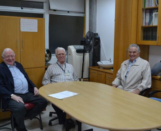 """O Prof. Dr. José Sidnei Colombo Martini, o Prof. Dr. Luiz Jorge Fagundes, Coordenador Científico do CEADS e o Prof. Germano Mariutti, durante a Palestra sobre """"Fundamentos da Gestão""""."""