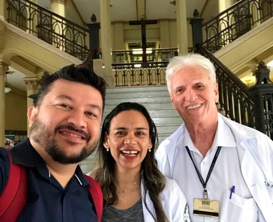 Os colaboradores do CEADS Prof Carlos Otada, Profa. Fatima Morais e  o Prof Dr. Luiz Jorge Fagundes nas dependências da Faculdade de Medicina da USP em visita oficial na Disciplina de Telemedicina