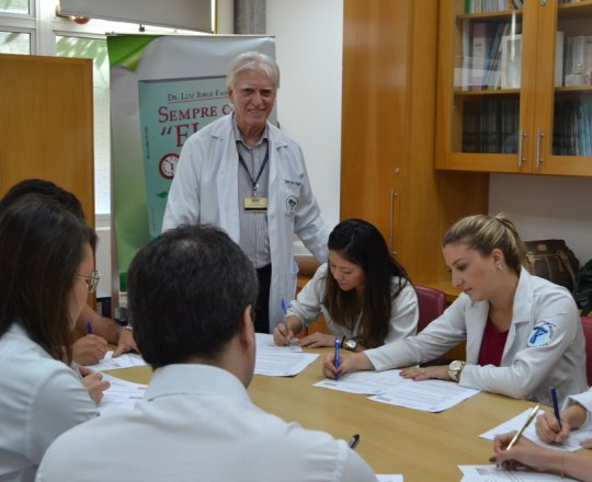 O Prof. Dr. Luiz Jorge Fagundes, coordenador Científico do CEADS, durante a realização das provas iniciais de DST.