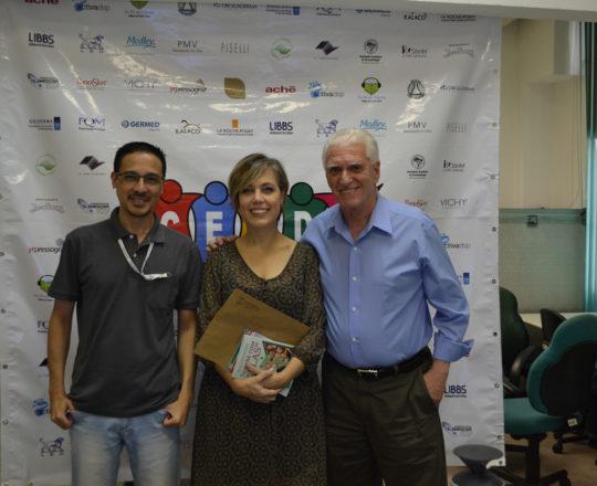 A Dra. Sylvia Ypiranga, Palestrante do 74 Fórum de Debates, o Prof. Dr. Luiz Jorge Fagundes, Coordenador Científico do CEADS e o Sr. Adriano Takiuti, Responsável Técnico pelo Fórum de Debates.