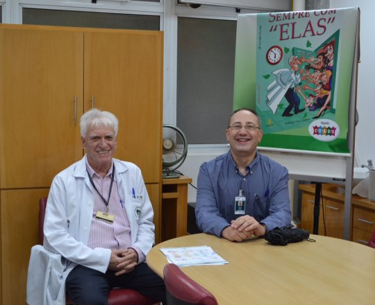 """O Prof. Theo Lerner e o Prof. Dr. Luiz Jorge Fagundes, Coordenador Científico do CEADS, durante a palestra sobre """"Situações de Abuso Sexual""""."""