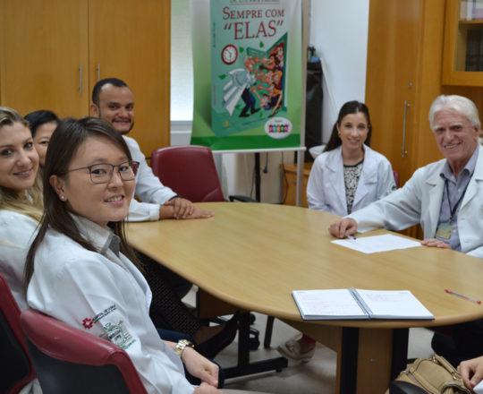 Os Estagiários de março de 2018 e os Colaboradores do CEADS o Prof. Dr. Luiz Jorge Fagundes e a Dra. Nathalia Taarg Pinto, no primeiro dia de Estágio de março de 2018.