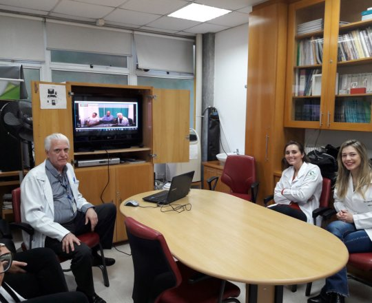 """O Prof. Dr. Luiz Jorge Fagundes e os Estagiários de DST de abril de 2018, durante a apresentação do vídeo sobre """"Consequências de uma Gestão Despreparada."""