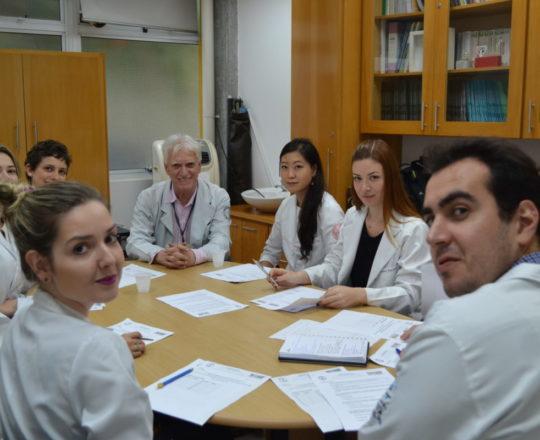 O Prof. Dr. Luiz Jorge Fagundes, aplicou as Provas de DST aos Estagiários de abril de 2018.