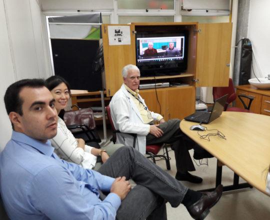 """O Prof. Dr. Luiz Jorge Fagundes e os Estagiários de DST de abril de 2018, durante a apresentação do vídeo sobre """"Negociação e Persuasão"""",coordenado pelo Prof. Lucas Blanco."""