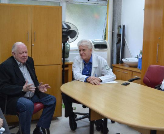 """O Prof. Dr. Sidnei Martini e o Prof. Dr. Luiz Jorge Fagundes, durante a Palestra sobre """"Gestão das Carreiras Pessoal, Profissional e Social."""