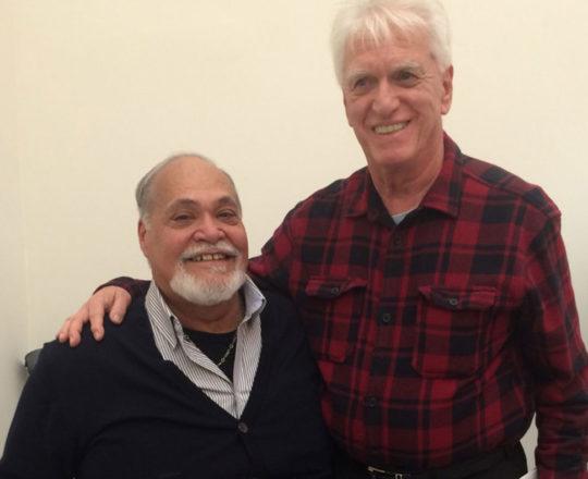 """O Artista Plástico Gilberto Salvador e o Prof. Dr. Luiz Jorge Fagundes, Coordenador Científico do CEADS, durante a Exposição """" Duas Spherográphias""""."""