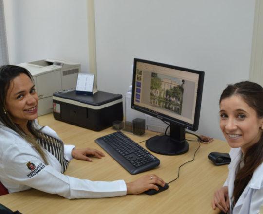 A Biomédica Fátima Morais e a Médica Dra. Nathalia Targa Pinto, durante a elaboração das aulas teóricas de DST.