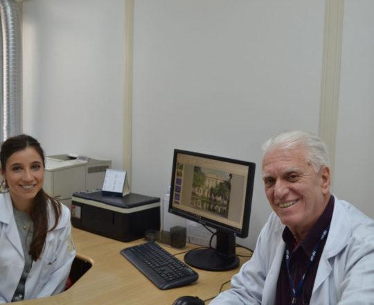 O Prof. Dr. Luiz Jorge Fagundes e a Dra. Nathalia Targa Pinto, durante o planejamentodas aulas teóricas do Estágio de DST do Centro de Saúde.