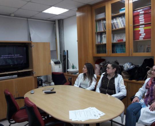 """Os Estagiários de DST de junho de 2018, durante a apresentação do Documentários sobre """"A Situação Atual da Hanseníase no Brasil"""", produzido pelo CEADS."""