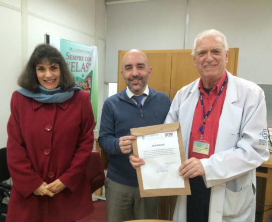 A Juíza Dra. Ivone Toniolo, o Dr. Gustavo Ferreira e o Prof. Dr. Luiz Jorge Fagundes, Coordenador Científico do CEADS, no momento da entrega do Certificado de Palestrante ao Prof. Gustavo Ferreira.