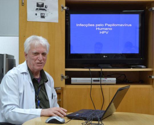O Prof. Dr. Luiz Jorge Fagundes, durante a Palestra sobre a Infecção pelo HPV.