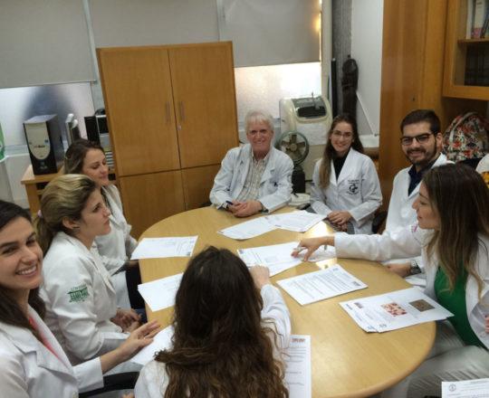O Prof. Dr. Luiz Jorge Fagundes e os Estagiários de DST de junho de 2018, durante a realização da Prova sobre DST.