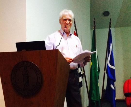 """O Prof. Dr. Luiz Jorge Fagundes. Coordenador Científico do CEADS , durante a abertura do Evento """"Música e Sentimento"""", nas dependências do Auditório João Yunes da FSP USP."""