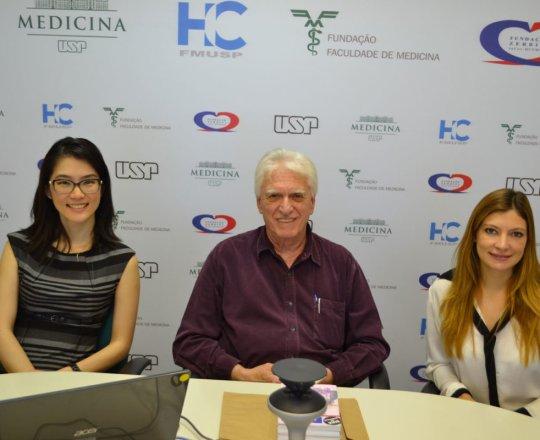 A Profa. Dra. Denise Miyamoto, Coordenadora do Fórum, o Prof. Dr. Luiz Jorge Fagundes, Coordenador Científico do CEADS e a Dra. Ana Maria Corbett, representante da SBD – RESP, durante o 77 Fórum de Debates.