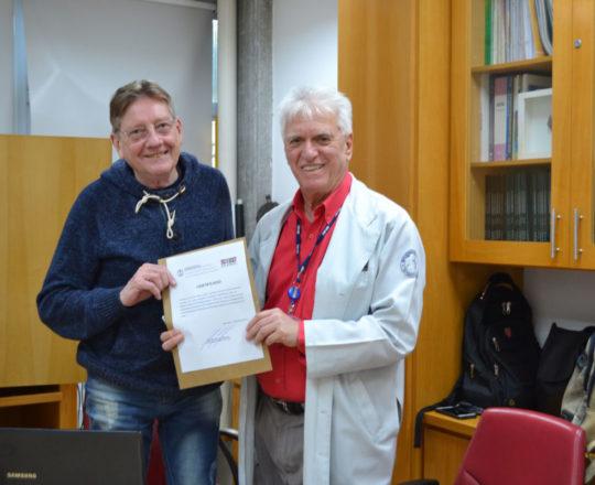 O Prof. Dr. Luiz Jorge Fagundes, entrega ao Prof. Jorge Luiz Brolio, o Certificado de Palestrante do CEADS.