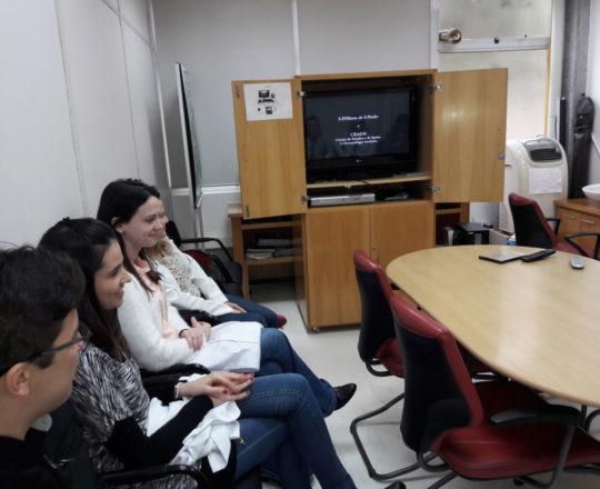 Os Estagiários de DST de julho de 2018, durante a apresentação do vídeo sobre a Trajetória Científica do Prof. Dr. Sebastião de Almeida Prado Sampaio, primeiro Presidente do CEADS.