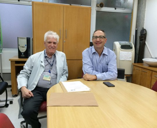"""O Prof. Dr. Theo Lerner e o Prof. Dr. Luiz Jorge Fagundes, Coordenador Científico do CEADS, durante a Palestra sobre """"Situações de Abuso Sexual""""."""