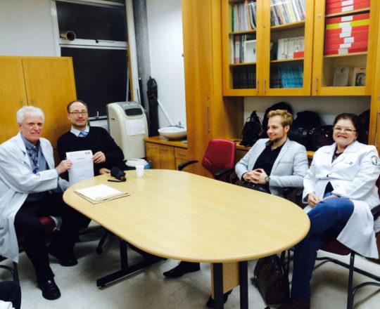 O Prof. Dr. Luiz Jorge Fagundes, entrega ao Prof. Theo Lerner o Certificado de Palestrante.Presente ao Evento a Pediatra Dra. Ana Maria Cruz e os Estagiários de DST de agosto de 2018.