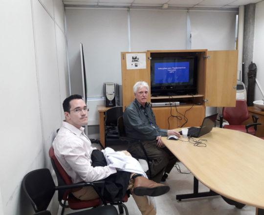 """O Prof. Dr. Luiz Jorge Fagundes e os Estagiários de DST de agosto de 2018, durante a Palestra sobre """"Infecção pelo HPV."""