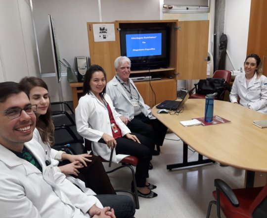O Prof. Dr. Fagundes e os Estagiários de DST de setembro de 2018, durante a Palestra sobre DST.