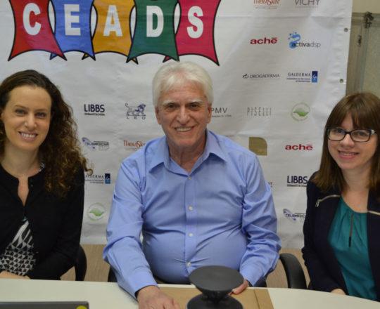 A Profa. Dra. Anita Rotter, o Prof. Dr. Luiz Jorge Fagundes e a Sra Jeany Bentele, representante da La Roche Posay.