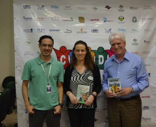 O Sr. Adriano Takiuti, Responsável Técnico pela Elaboração e Gravação do Fórum , a Profa. Dr. Anita Rotter e o Prof. Dr. Luiz Jorge Fagundes
