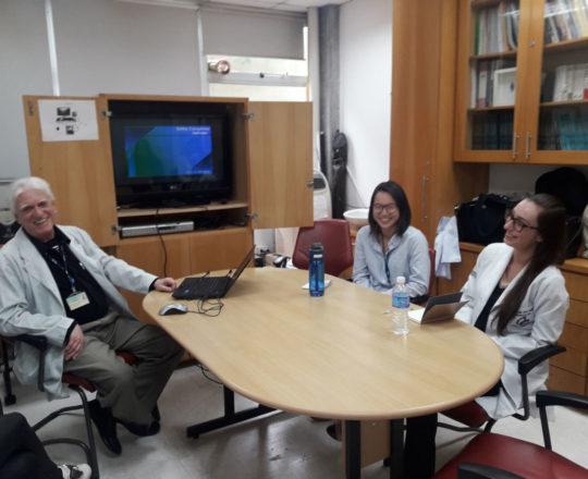 O Prof. Dr. Fagundes e os Estagiários de DST de setembro de 2018, durante a Palestra sobre Sífilis Congênita.