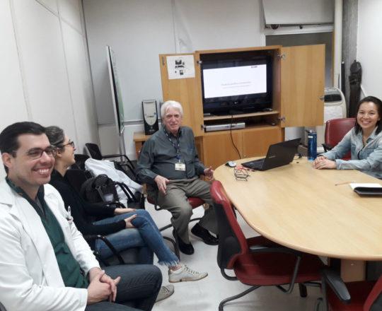 """O Prof. Dr. Luiz Jorge Fagundes e os Estagiários de DST de setembro de 2018, durante a palestra sobre """"Autoconhecimento""""."""