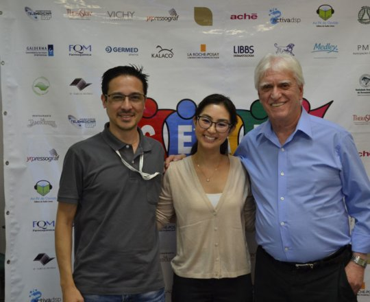 O Sr. Adriano Takiuti, responsável Técnico pela Organização e Gravação do Fórum de Debates a Dra. Alessandra Anzai e o Prof. Dr. Luiz Jorge Fagundes, no encerramento do 80 Fórum de Debates do CEADS.