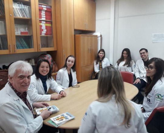Os Estagiários de DST de setembro de 2018 e o Prof. Dr. Luiz Jorge Fagundes, na apresentação dos Livros da Equipe do CEADS.