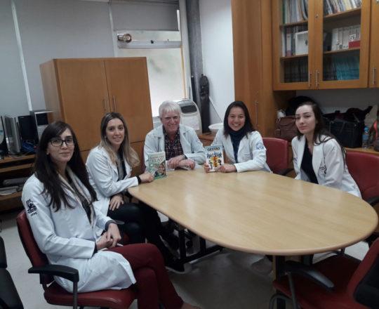 O Prof. Dr. Luiz Jorge Fagundes e os Estagiários de DST de setembro de 2018, durante a apresentação dos Livros da autoria do Prof. Dr. Fagundes e Equipe do CEADS.