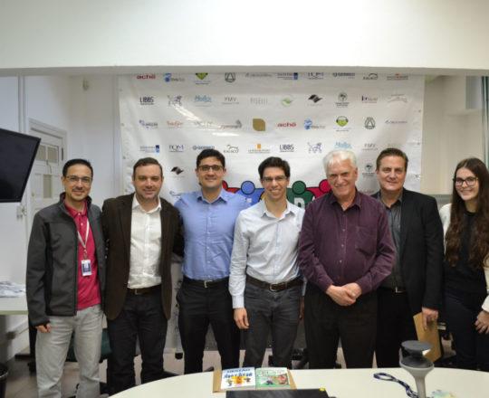 Da esquerda para a direita: Sr. Adriano Takiuti, Sr. Manoel Oliveira Jr, Dr. Fernando Rios, Dr. Caio Lamunier, Prof. Dr. Luiz Jorge Fagundes, Sr, Gustavo Manteiga e a Senhorita Giovana Manteiga, durante o 81 Fórum de Debates.