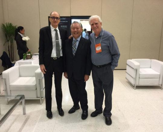 O Prof. Dr. Ricardo Shiratsu, Presidente da SBD RESP, gestão 2017-2018, o Prof. Dr. Mario Cezar Pires e o Prof. Dr. Luiz Jorge Fagundes, na abertura da RADESP 2018.