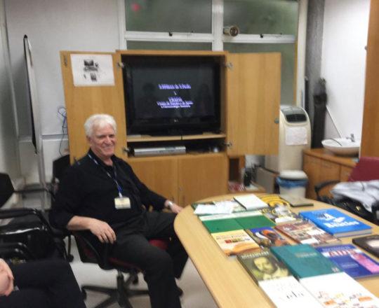 O Prof. Dr. Luiz Jorge Fagundes, durante a apresentação do Documentário sobre o Prof. Dr. Sebastião de Almeida Prado Sampaio
