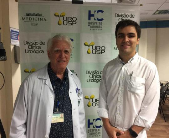 O Prof.Dr.Fagundes é o Dr. Limirio Fonseca, Residente da Clínica Urologica, Estagiário de DST e apresentador do caso clínico