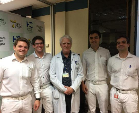 O Prof. Dr. Fagundes e os Residentes de Urologia do HC ex Estagiários de DST, durante a apresentação dos caso clínicos