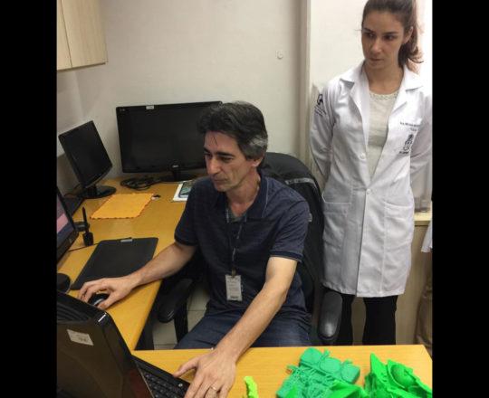 """O Prof. Gustavo Zagatto, Designer da Telemeficina, durante a Palestra sobre """"O Projeto do Homem Virtual"""""""