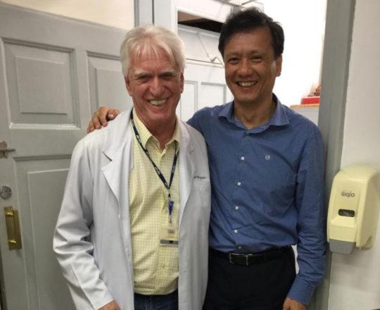 "O Prof. Dr. Chao Wen e o Prof Dr. Fagundes, durante a Palestra sobre o "" Projeto do Homem Virtual"""