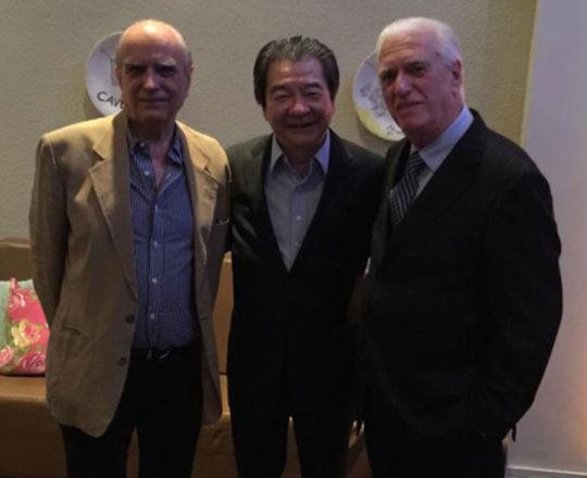 O Prof. Dr. Mauro Enokihara, o Prof. Dr. Ival Peres Rosa e o Prof. Dr. Luiz Jorge Fagundes, durante a Comemoração dos 30 anos da SBCD
