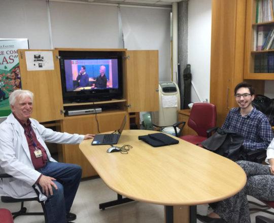 """O Prof. Dr. Fagundes e os Estagiários de DST, durante a apresentação do video """"Gestão de Conflitos"""""""