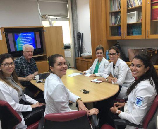 O Prof.Dr. Fagundes e às Estagiarias de DST de janeiro de 2019, durante a Palestra de Sífilis Congênita