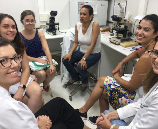 A Prof.a. . Fatima Morais  e às Estagiarias de DST de janeiro de 2019, durante a aula Prática de DST