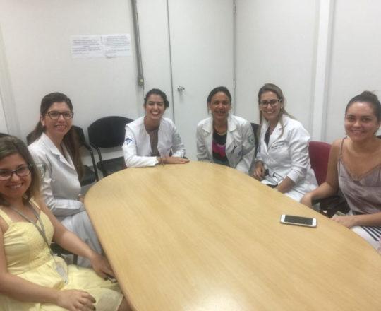 A Biomédica Fatima Morais e às Estagiarias de DST de janeiro de 2019, durante a Palestra sobre WEB Conferência