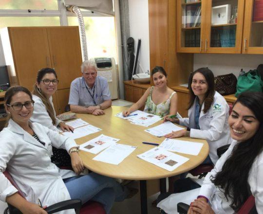 O Prof. Dr. Fagundes e as Estagiarias de DST de janeiro de 2019, durante a realização das provas finais